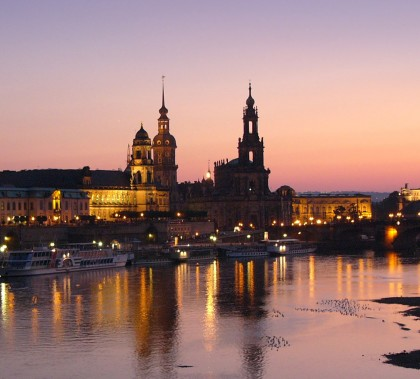 Dresden at night via Wikimedia Commons.