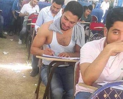 A student took off his shirt due to hot weather inside the exam tent. (A photo from FaceBook)
