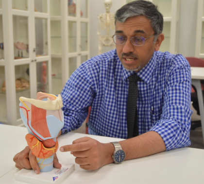 Dr. Suhail Doi points out the thyroid on an anatomical model (Image Credit: Qatar University)