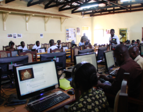 Students use connected learning to earn a diploma in Liberal Studies from Regis University, Dzaleka Camp, Malawi. Credite: Jesuit Worldwide Learning
